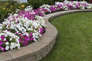 4 Great Features of a Retaining Wall