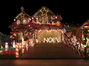 Outdoor Christmas Decorations to Create Your Own Winter Wonderland